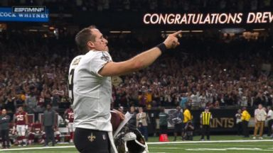 Drew Brees breaks all-time passing record