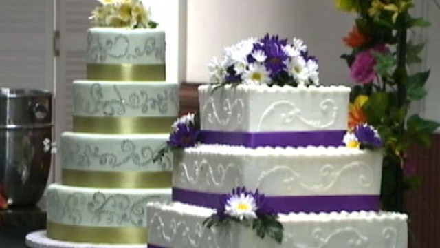 local wedding cakes wedding cakes from your local supermarket abc news 5571