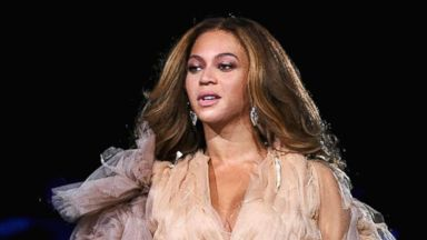 Beyonce posts new photos of twins, Rumi and Sir Carter, on the beach