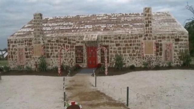 World S Largest Gingerbread House Built In Bryan Texas