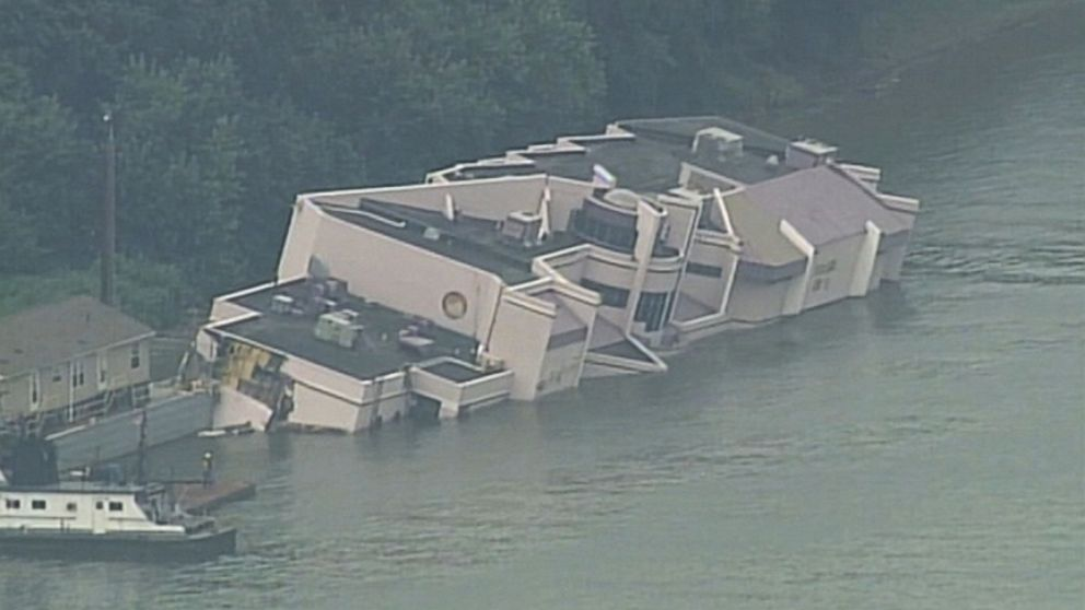 Floating Restaurant Sinks Into Ohio River Video Abc News