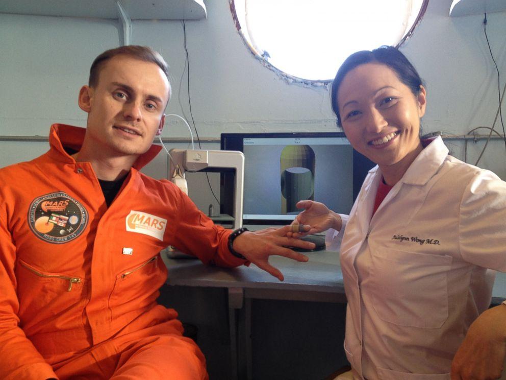 PHOTO: Dr. Julielynn Wong 3D printed a customized finger splint with Star Trek Replicator.