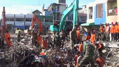 Indonesian Towns Reel From Earthquake Devastation