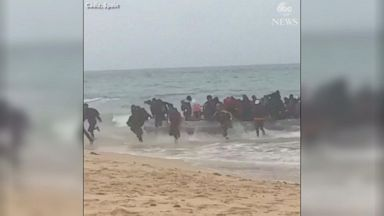Migrants scramble after landing on Spanish beach