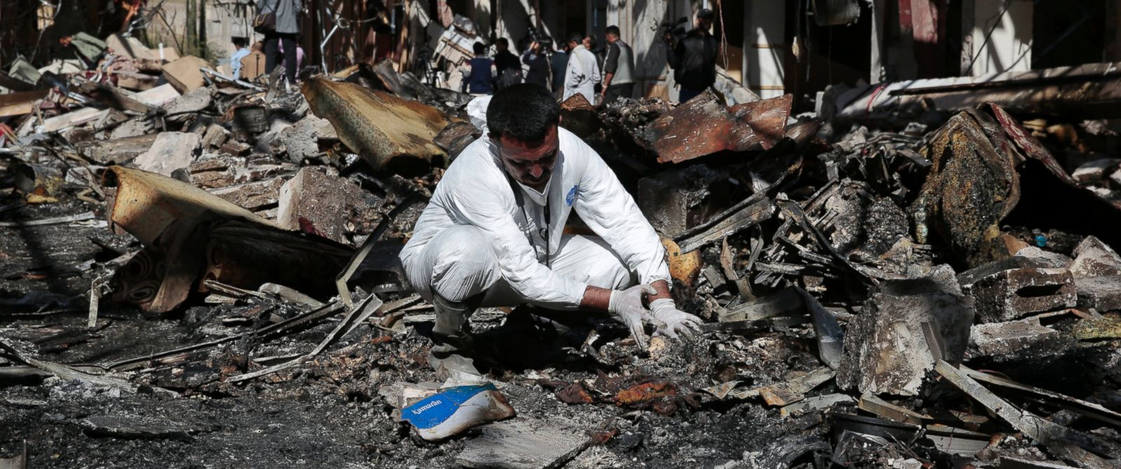 PHOTO: A forensic expert inspects a destroyed funeral hall two days after a deadly Saudi-led airstrike, in Sanaa, Yemen, Oct. 10, 2016.