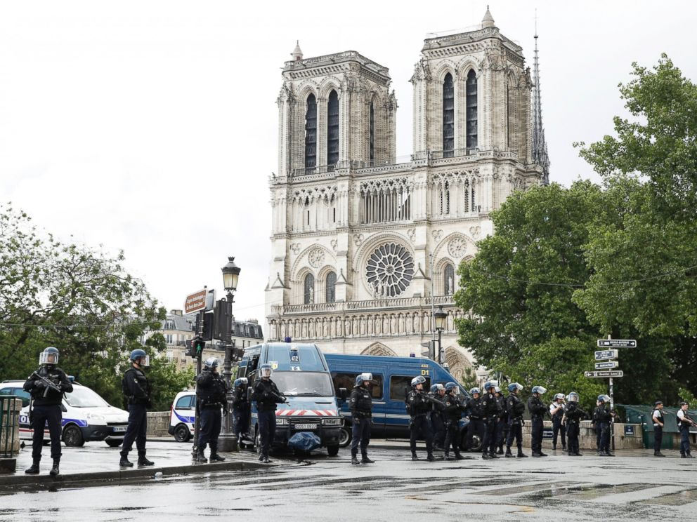 PHOTO: Police officers install a security parameter outside Notre Dame cathedral in Paris, June, 6, 2017.