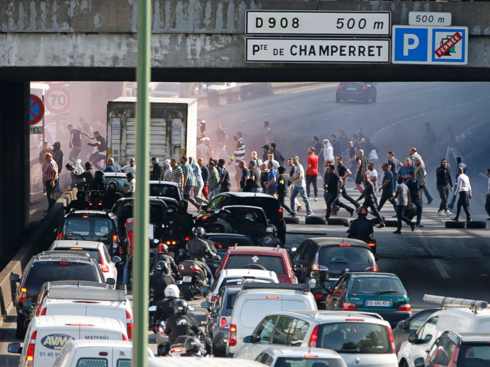 uberpop banned in paris amid taxi driver protests at airports abc news. Black Bedroom Furniture Sets. Home Design Ideas