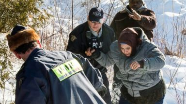 Canada's border sees surge in families, others crossing illegally from US