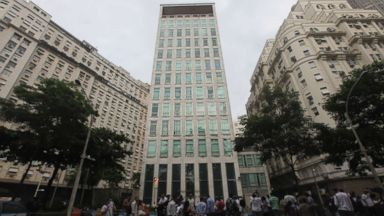 US diplomat shot in foot during attempted robbery