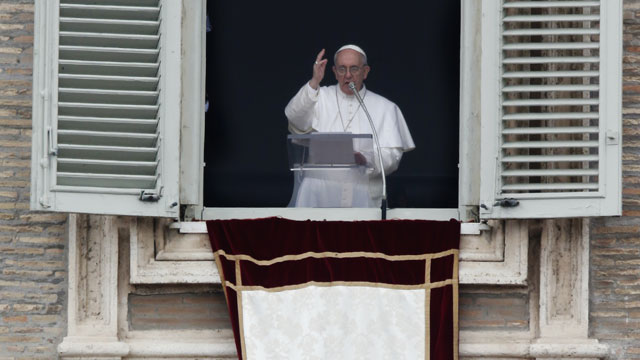 Pope Francis Delivers Message of Mercy to Crowd of 300,000 ...