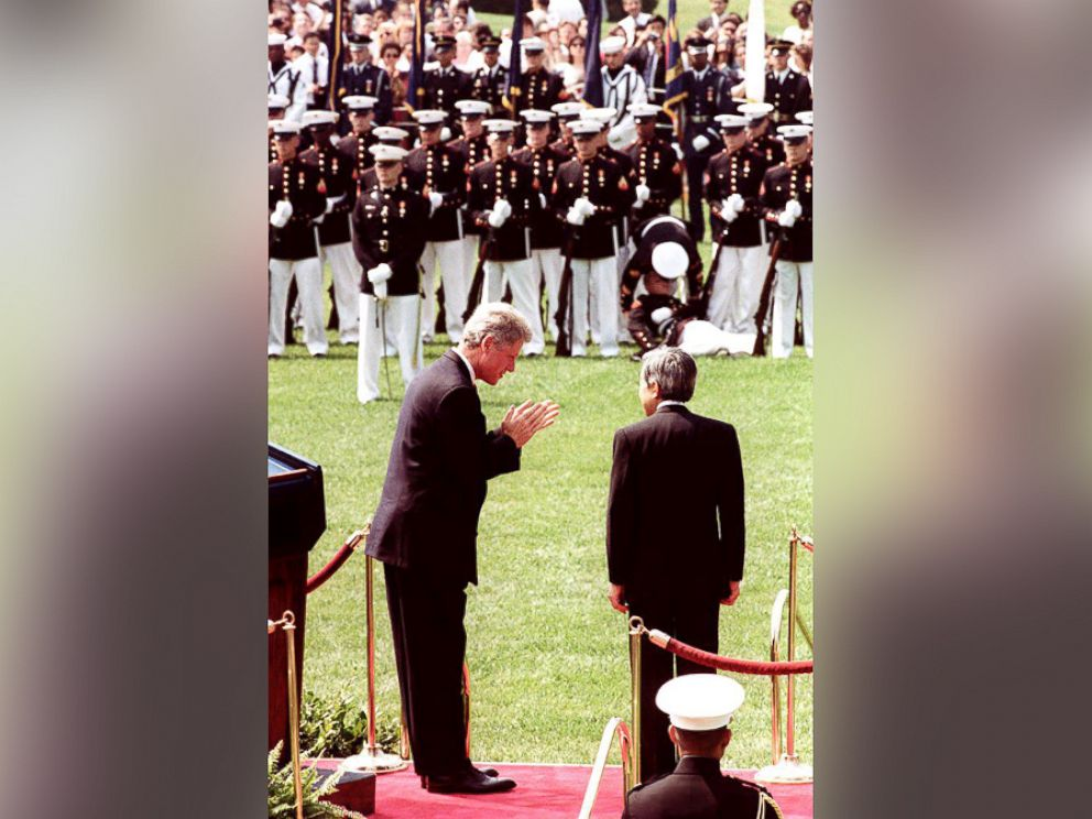 PHOTO: President Bill Clinton (L) bows to Japanese Emperor Akihito (R) during welcoming ceremonies at the White House June 13, 1994.