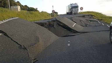 New Zealand Quake Leaves at Least 2 Dead, More Than 1,000 Stranded