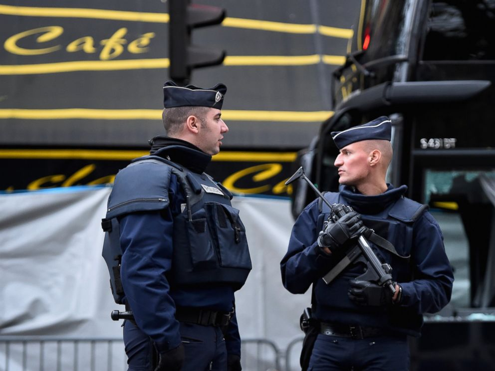 DefenseReview (DR) back from Paris (France), Where ... |French Famas Police