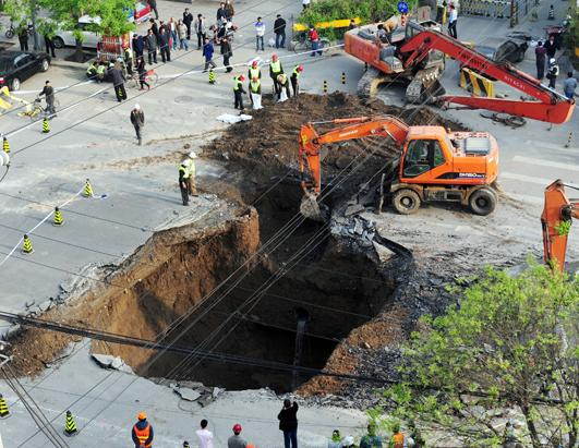 Incredible Sinkholes Around The World Picture