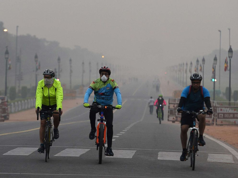 PHOTO: Cyclists ride in the early morning as smogs New Delhi, Nov. 6, 2017.