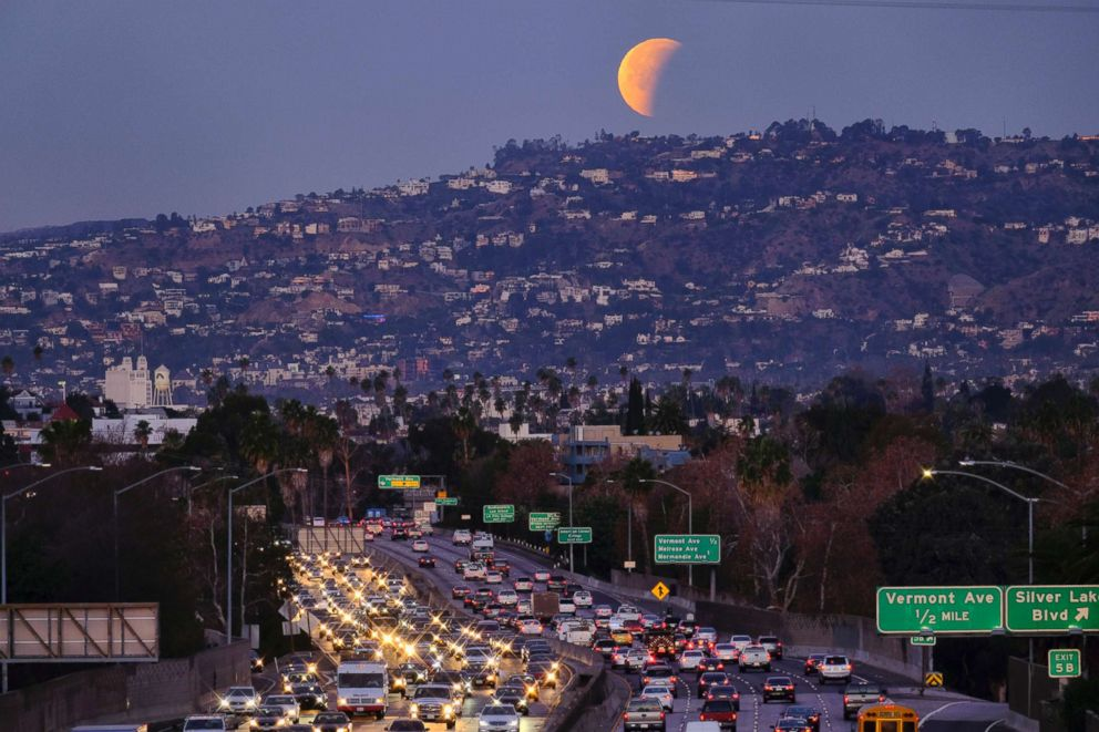 PHOTO: A super blue blood moon sets behind the Hollywood hills in Los Angeles, Jan. 31, 2018.