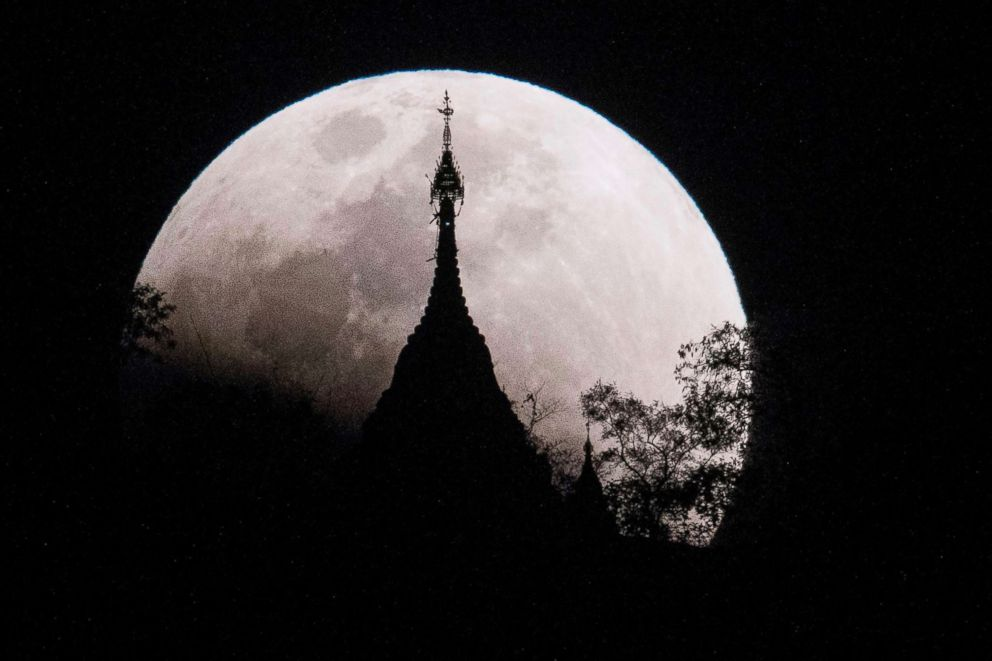 PHOTO: The moon rises over a pagoda in Kumal, some 65 miles away from Mandalay City, Myanmar, on Jan. 31, 2018.