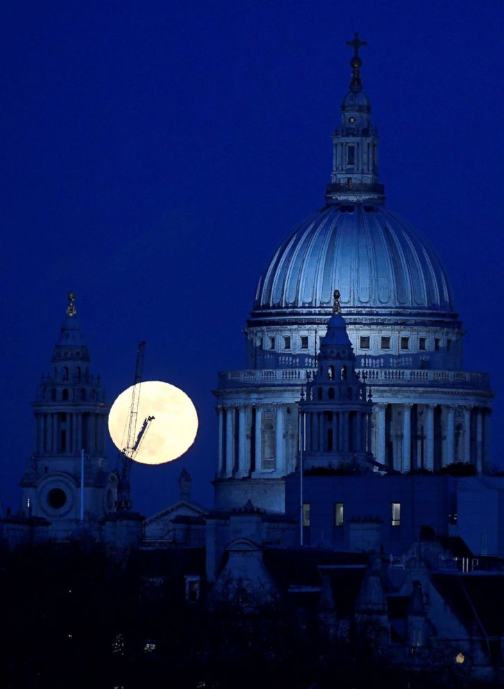 PHOTO: A full moon rises behind St Pauls Cathedral London, on Jan. 31, 2018.