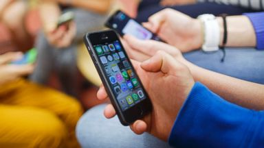 French kids head back to school without their phones