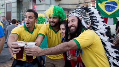 World Cup fans drinking Moscow dry, straining bars' beer supplies