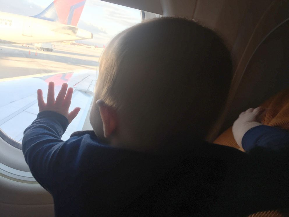Stranger S Kindness Helps Dad On Flight With Baby Abc News