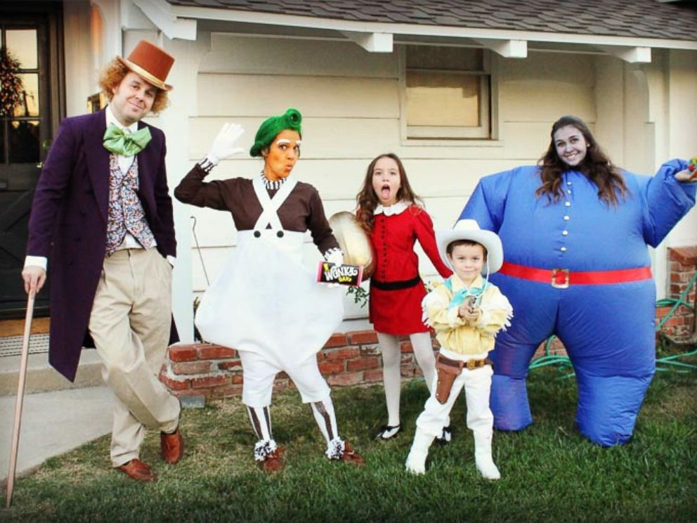 PHOTO The Halloween costumes Michelle Rogers family puts together will cause some serious costume envy  sc 1 st  ABC News & This Familyu0027s Group Halloween Costumes Get Better Every Year - ABC News