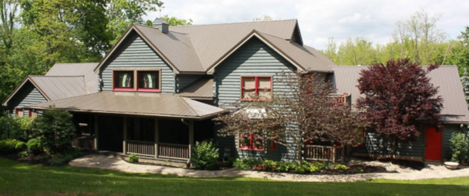na couple runs 150 essay contest for beautiful log home photo deanna railing is selling her na home in exchange for an essay