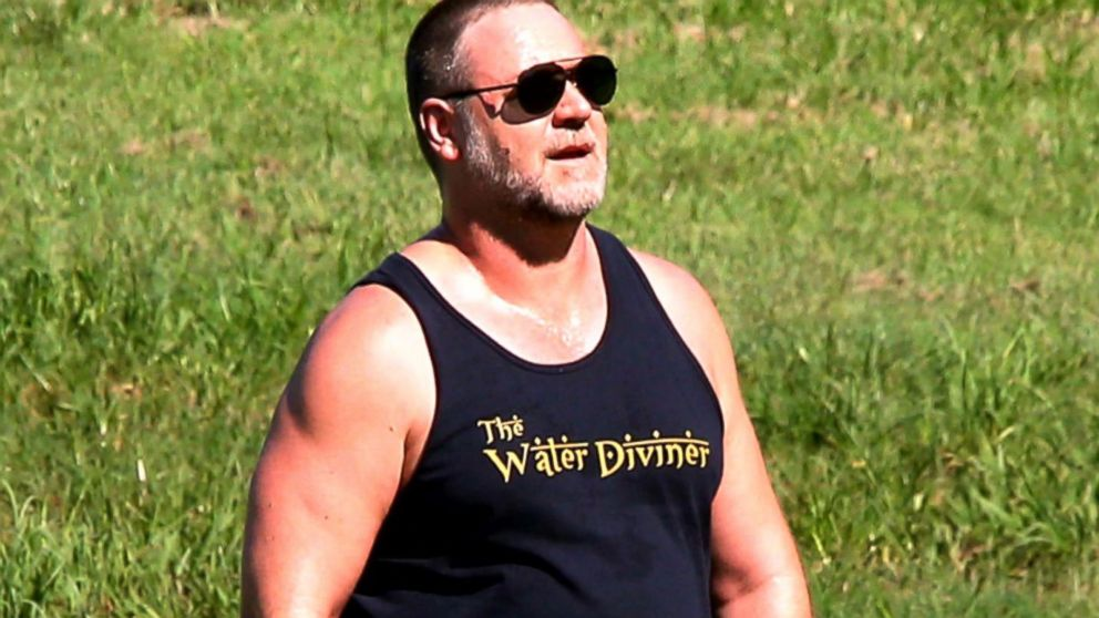 Russell Crowe responds to tabloid body shaming Video - ABC ...