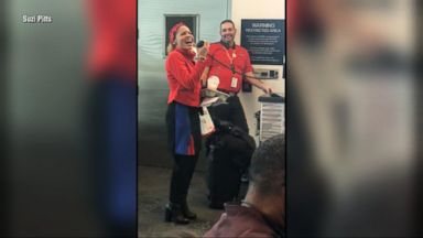 Southwest flight attendant sings 'I'll Be Home For Christmas' to airport travelers