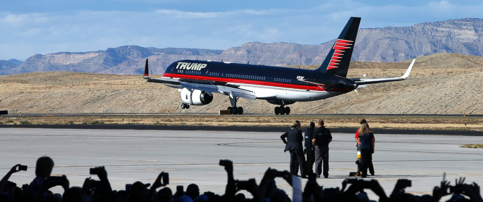 donald trump tweets to 39 cancel order 39 for new air force. Black Bedroom Furniture Sets. Home Design Ideas