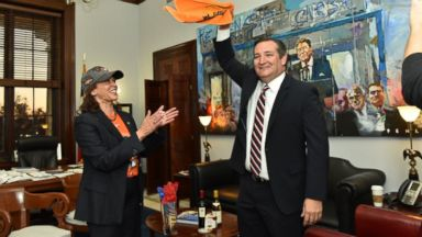 Kamala Harris visits Ted Cruz to make good on World Series bet