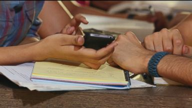 New study links cell phone radiation to memory loss in teens