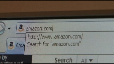 Amazon probes report workers deleted bad reviews
