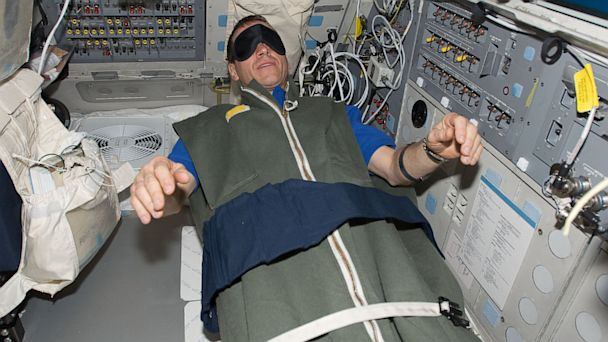 astronaut stayed in space for a year - photo #7