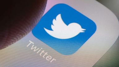 Twitter warns users to change their passwords