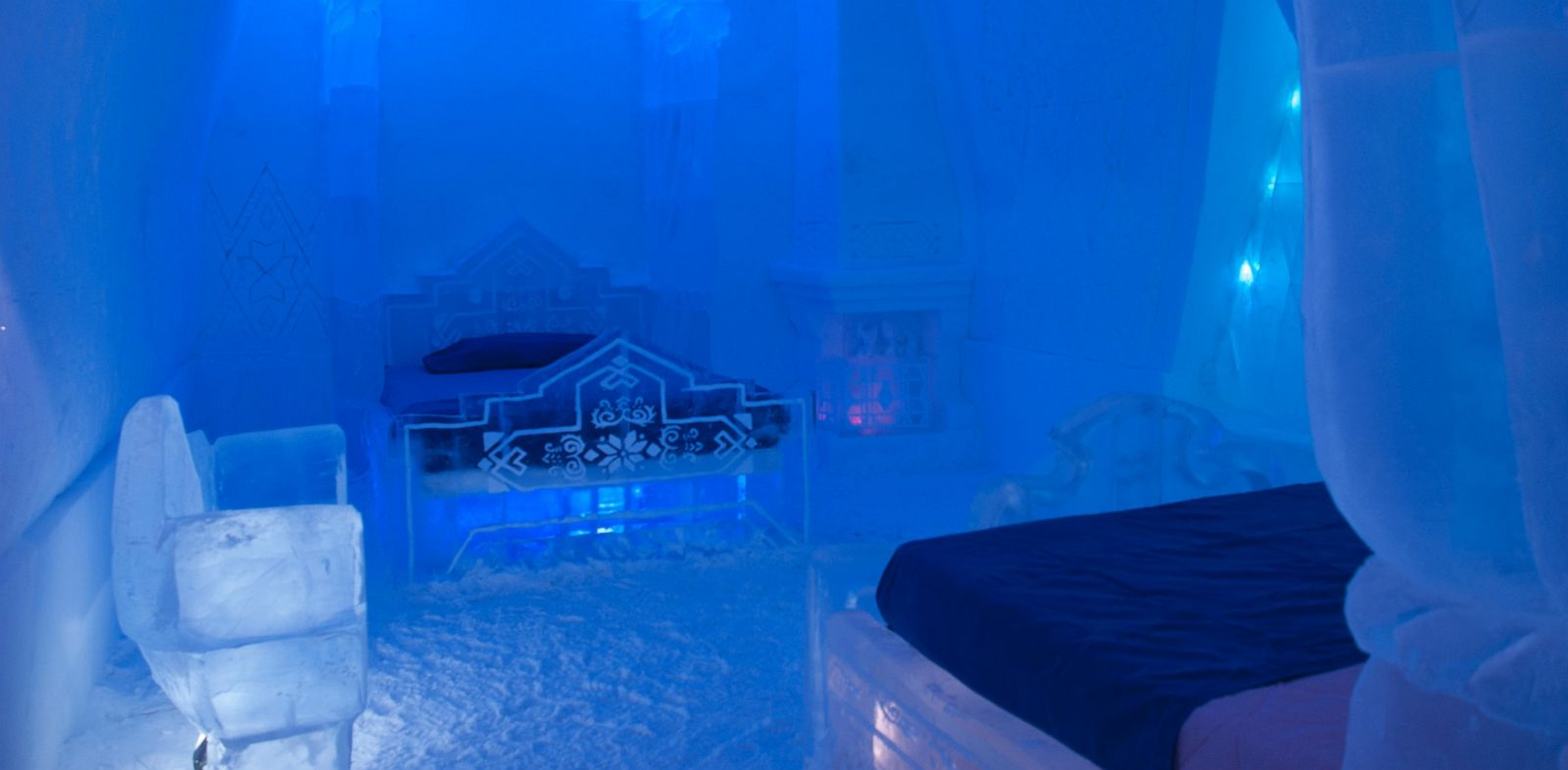 39 frozen 39 themed hotel suite is hot with fans abc news. Black Bedroom Furniture Sets. Home Design Ideas