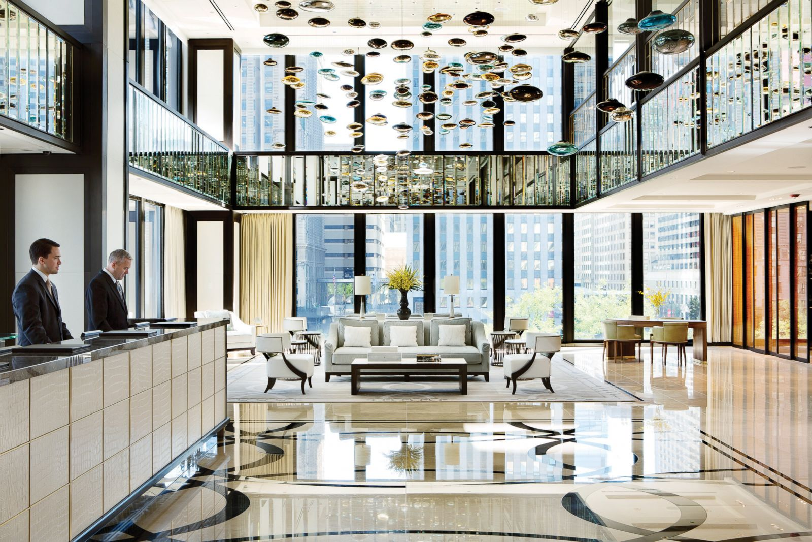 Hotel suite of the week infinity suite at the langham for Hotel decor chicago