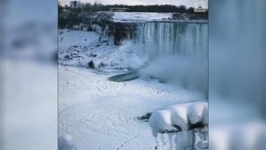 Winter scenery at Niagara Falls wows visitors