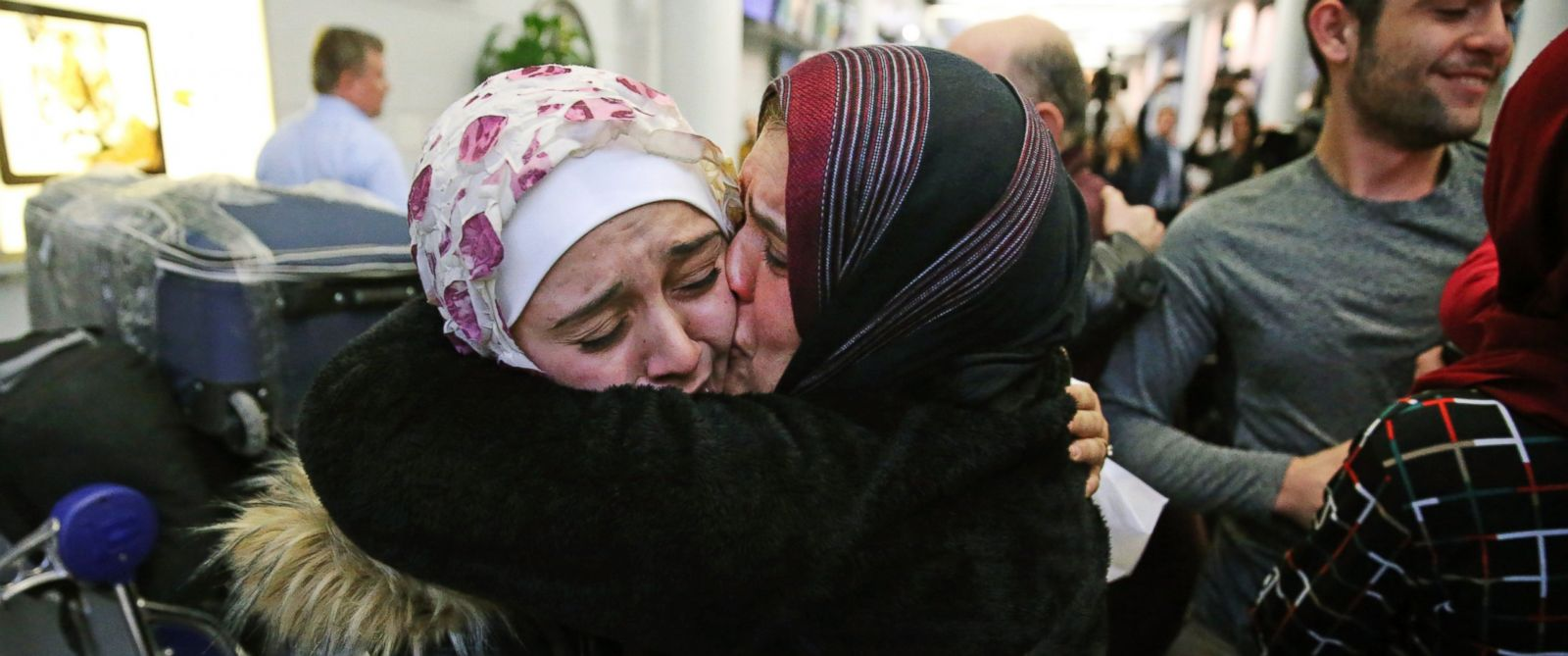 PHOTO: Baraa Haj Khalaf, left, gets a kiss from her mother, Fattuom Bakir, after arriving at OHare International Airport, in Chicago, on Feb. 7, 2017.