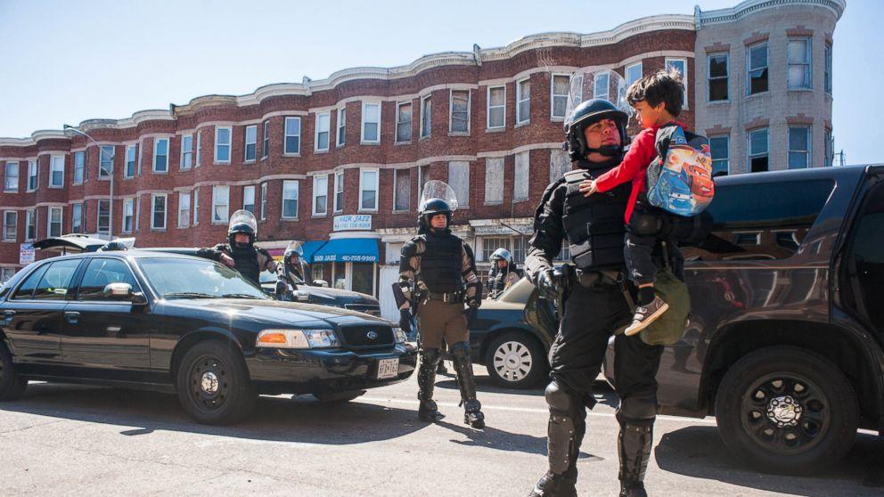 Baltimore Riot Scenes Of Hope Amid Despair Abc News