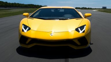 Lamborghini's new Aventador S sets drivers back $421K, but cupholders still extra