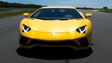 Lamborghini's new Aventador S sets drivers back $421K, but cupholders still extra