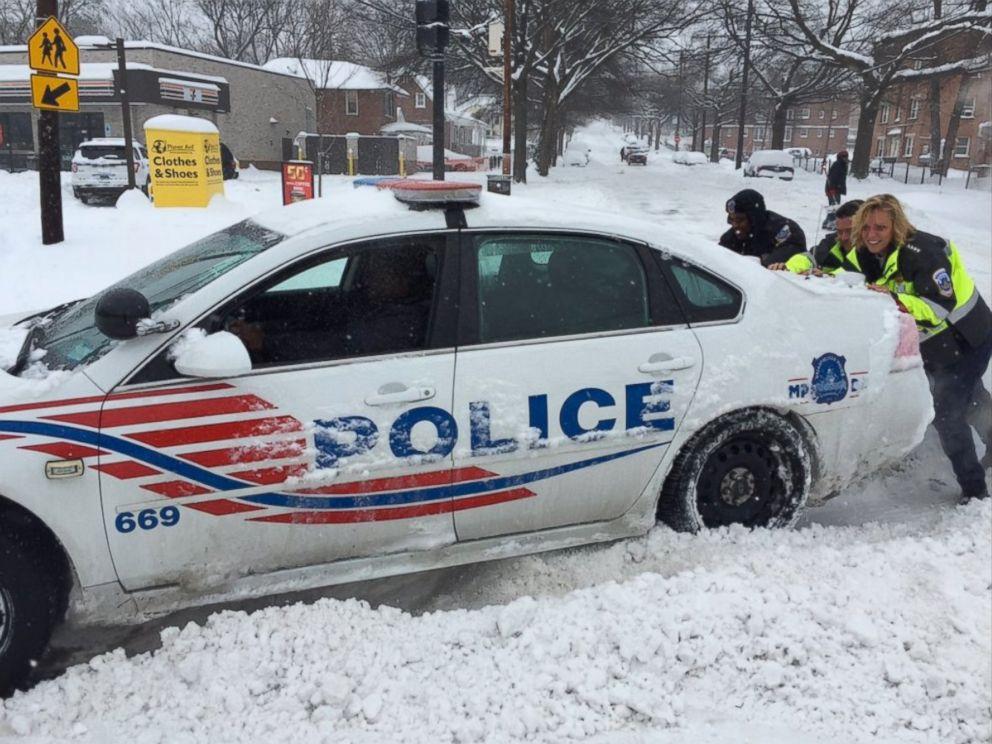 New York Gov Cuomo Helps Long Island Driver Stranded In