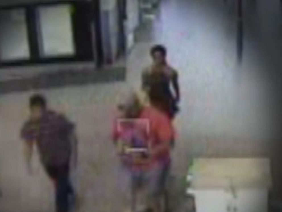 PHOTO: Mikayla Peer is seen walking into Walmart after allegedly leaving her child in the car on July 4, 2015.