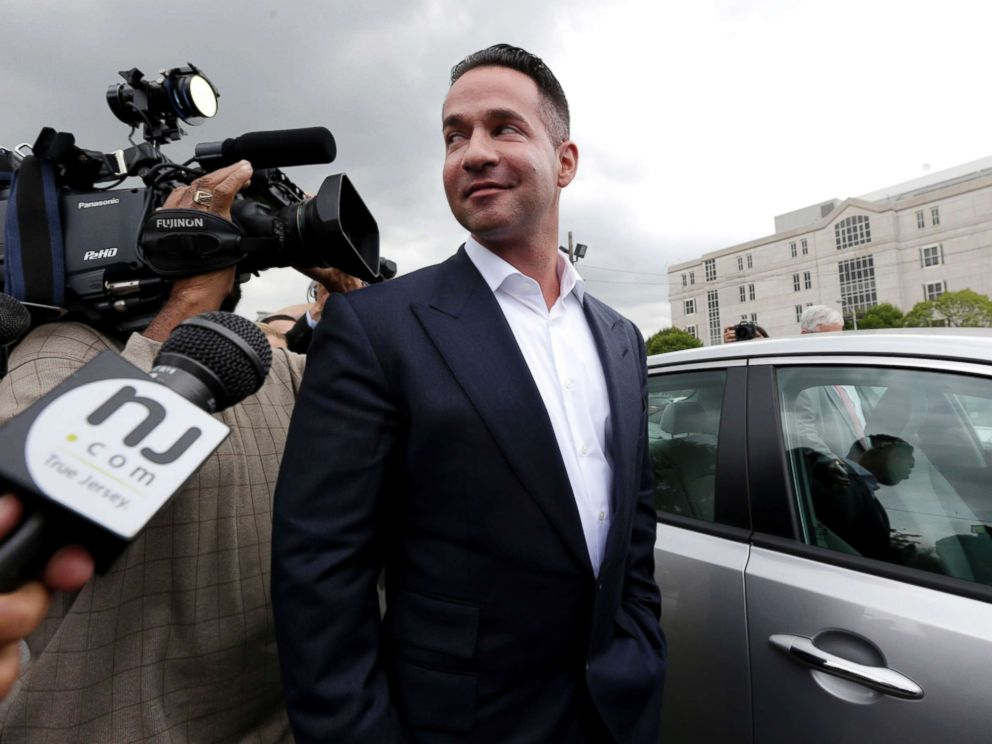 PHOTO: Reporters gather around Mike The Situation Sorrentino as he leaves the MLK Jr. Federal Courthouse in Newark, N.J., after a court appearance, Sept. 24, 2014.
