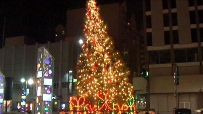 Reno, Nevada Celebrates With Crooked Christmas Tree Video