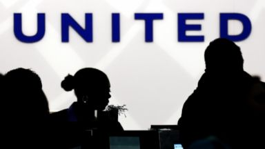 United flight diverted because of smoke in cockpit