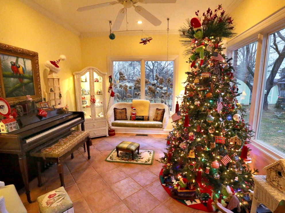 This couple has 50 christmas trees inside their house - Pictures of homes decorated for christmas on the inside ...