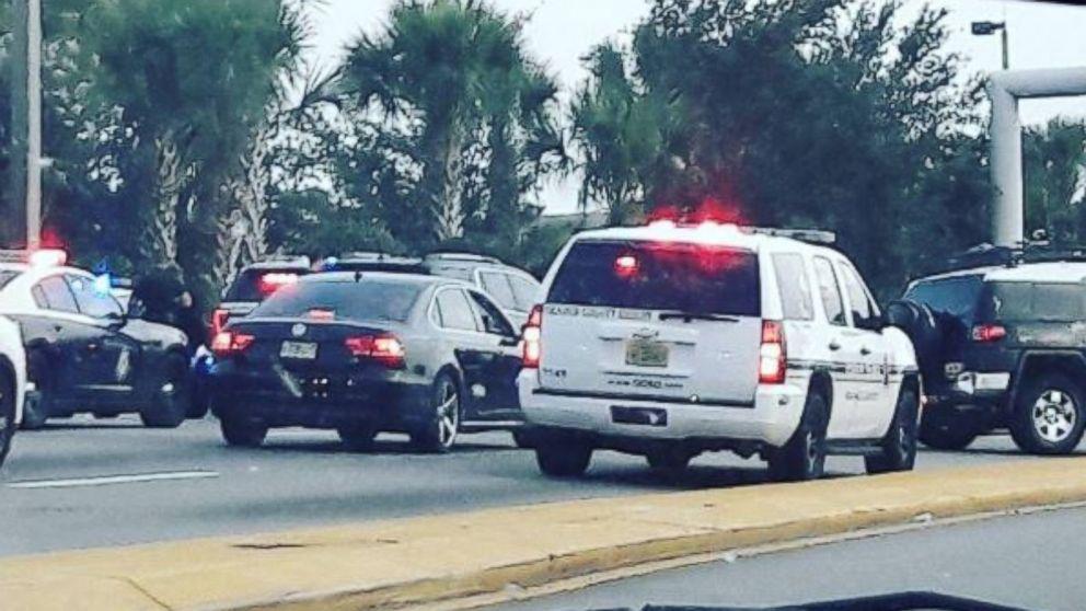 Man carrying fake gun at Orlando airport in custody after standoff