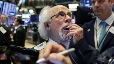 Dow plunges another 500 points, massive sell-off extends into 2nd day